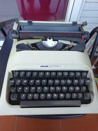 Máquina de escribir Olivetti Lettera 10