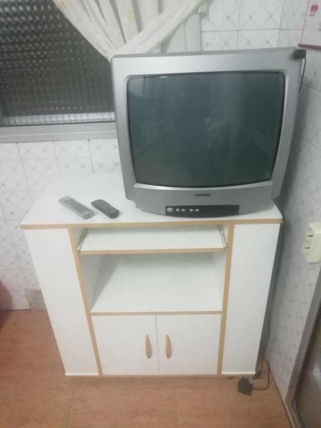 Tv Con Mesa Auxiliar De Segunda Mano Por 50 En Ferrol En Wallapop