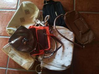 mochila y dos bolsos