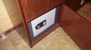 mueble con caja fuerte oculta, archiv. escritorio