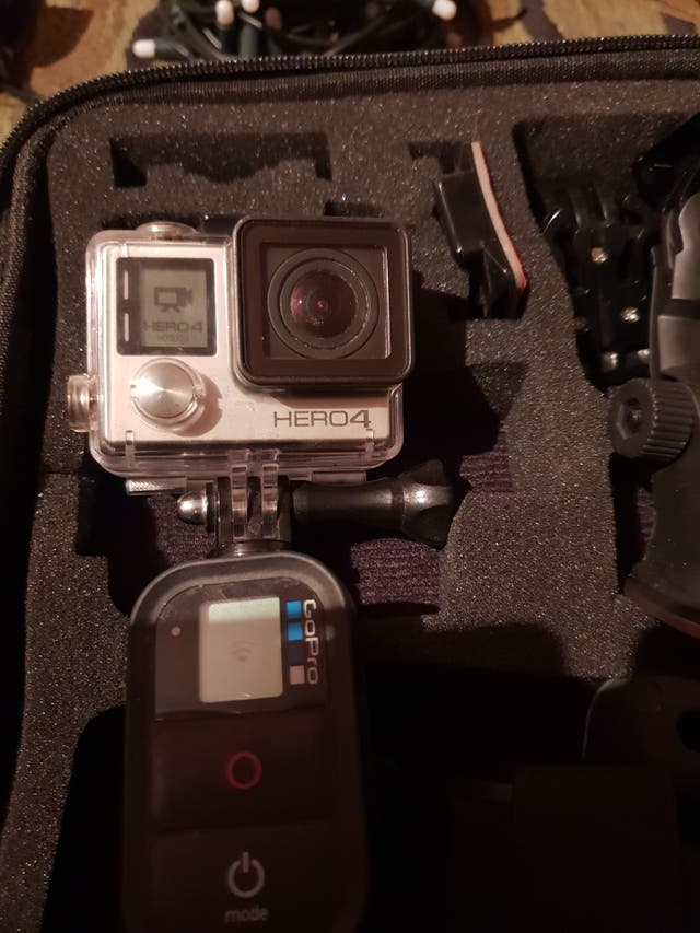 Cámara digital Gopro Hero 4 black + accesorios