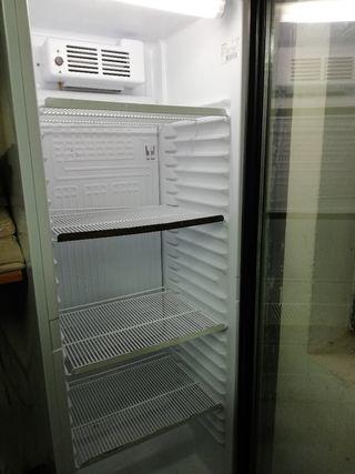 frigorífico Espositor con puerta de cristal.