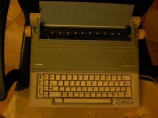 Maquina de escribir eléctrica Olivetti