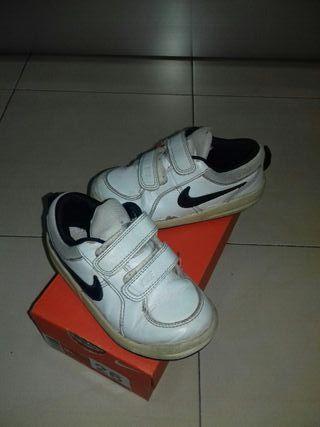 Zapatillas Nike talla 26 de segunda mano por 4 € en Parla en