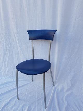 2 sillas Modelo Eva de Madera Lacada Azul