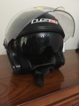 Casco con gafa retráctil