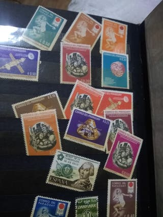 Monedas antiguas y estampillas dediferentes paises