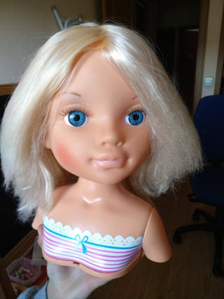 busto de muñeca de Famosa