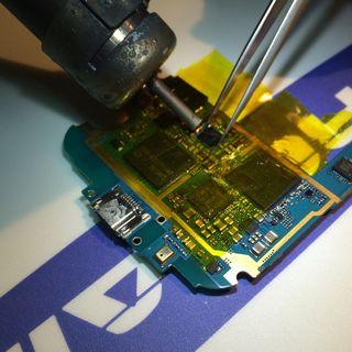 reparacion de telefono movil con problema de placa