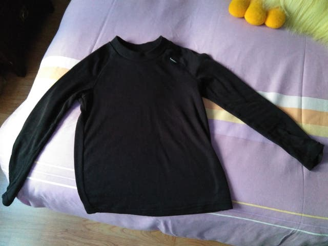 29eecf2f0 Camiseta térmica niño o niña Decathlon de segunda mano por 2 € en ...