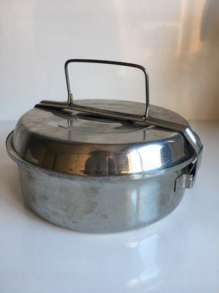 Fiambrera antigua de aluminio.