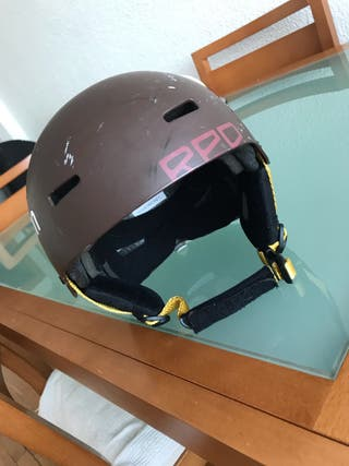 Casco red