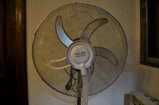 Ventilador de pie con humidificador