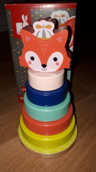juguete apilable de madera
