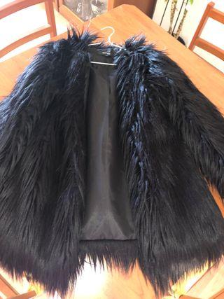 Chaqueta de pelo negra