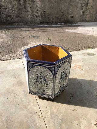 Macetero de azulejos con ruedas