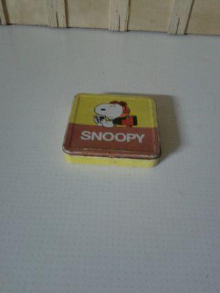 caja hojalata.SNOOPY
