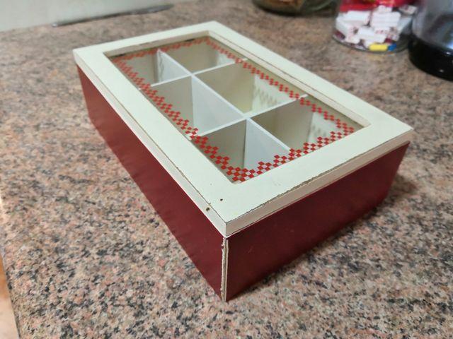 Caja madera con tapa de cristal para cocina