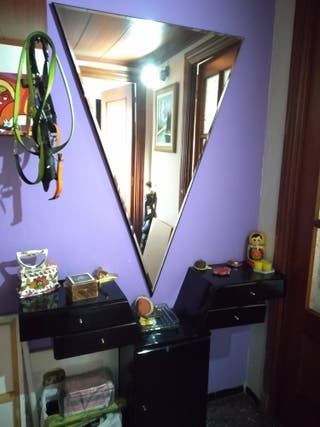 recibidor modular negro, con espejo triangular