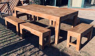 Mesa y bancos rústicos exterior o interior