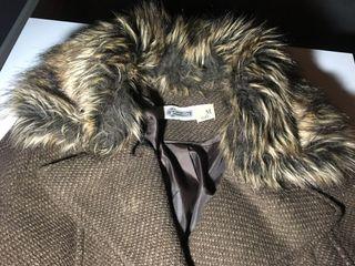 Abrigo marrón STRADIVARIUS