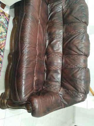 sofá de tres plazas de cuero y madera maziza