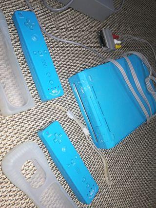 wii azul con tres mandos