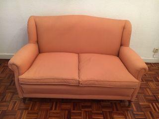 Sofá de dos plazas y butaca