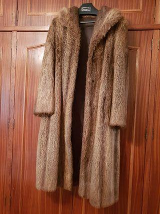 Abrigo largo de piel de nutria