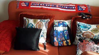 Dos sofás tela tres plazas