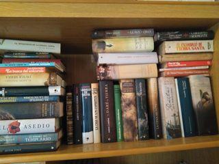 700 libros.
