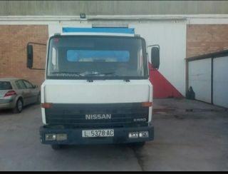 Nissan ebro 1986