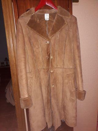 Abrigo clásico color Camel. Talla M