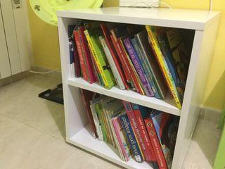 Librería color blanco