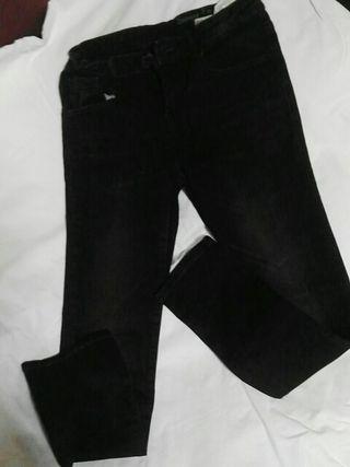 Pantalon negro y sudadera