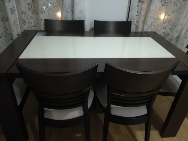 Mesa y sillas comedor de segunda mano por 300 € en Getafe en WALLAPOP
