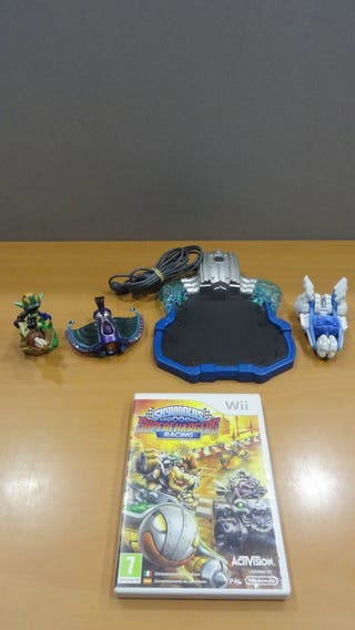 Juego Wii Skylanders Superchargers + figuras