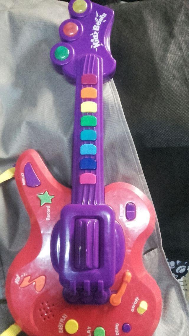 guitarra de juguete
