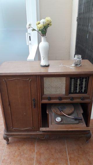 Mueble Bar Radio Gramola 1944.