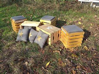 Conjunto mesas y taburetes con cojines jardin