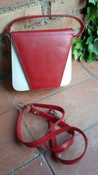 Bolso rojo y blanco
