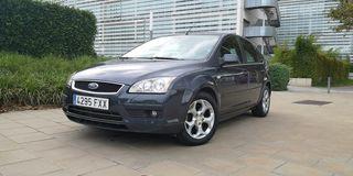 Ford Focus c/ pegatina