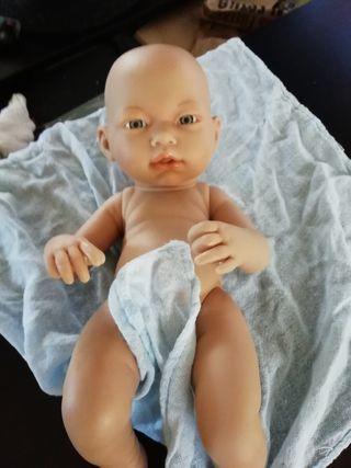 muñeco tiene una mancha detrás