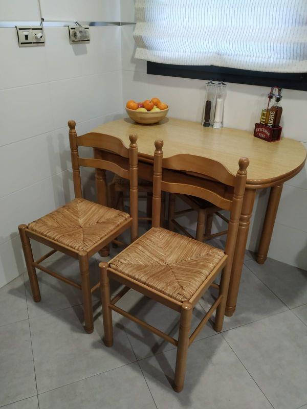 Mesa y sillas para cocina. También se vende por se de segunda mano ...