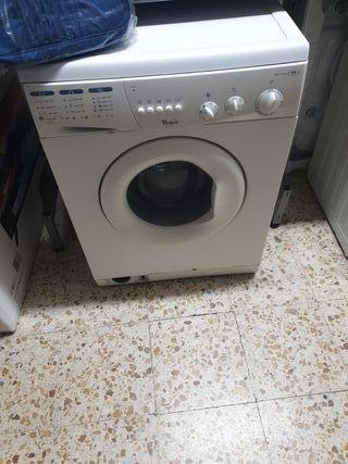 lavadora whirlpool 6kg y 1000prm 80€