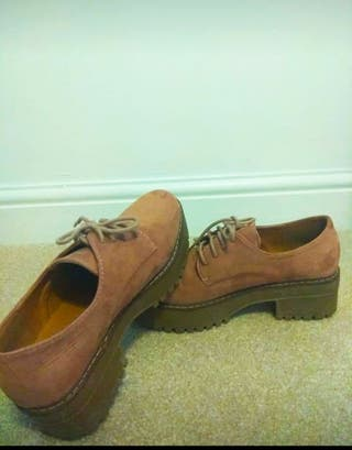Low shoes (size 5)
