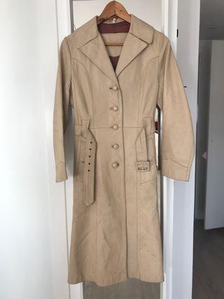 Abrigo de cuero beige