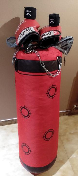 Saco de boxeo,guantes y vendas