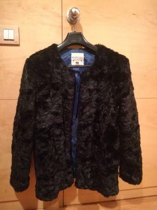 Abrigo negro pelo sintético MANGO