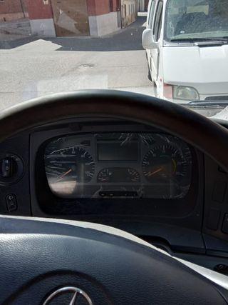 Camión con volquete